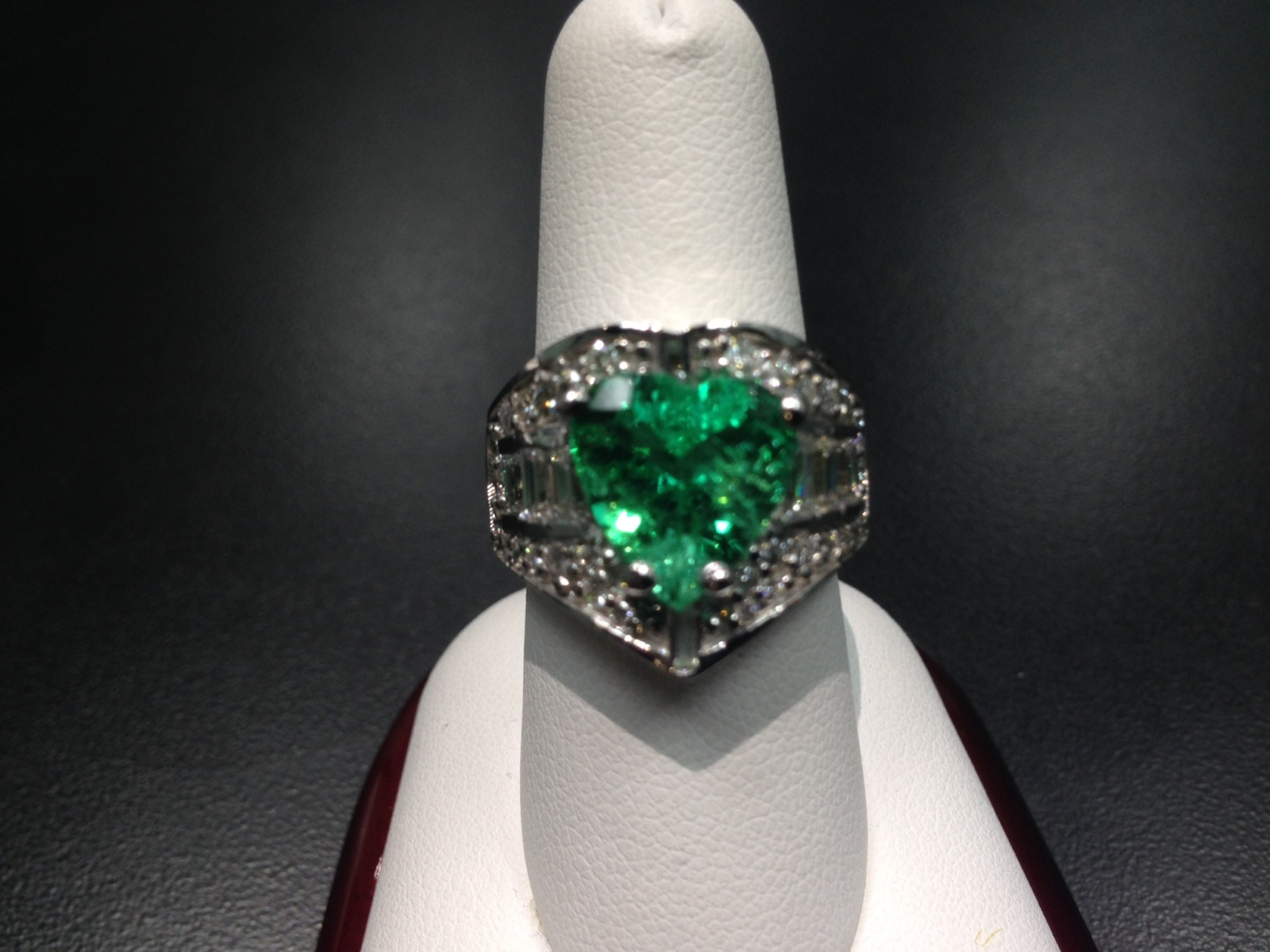 14ktwg Rare Heart-Shaped Emerald/Diamond Ring